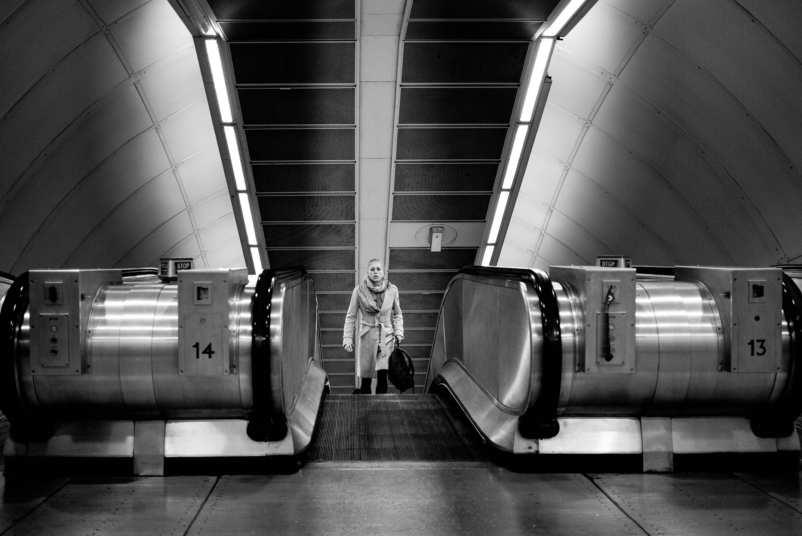 24-hours-on-the-london-underground-night-tube-street-photography-tarikahmet-escalators