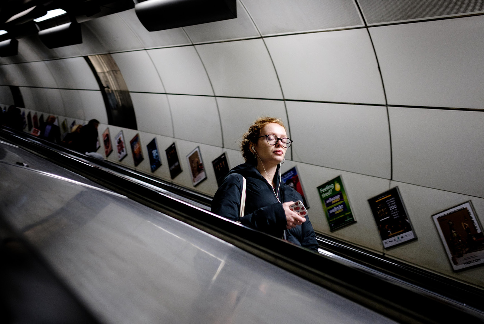 24-hours-on-the-london-underground-night-tube-street-photography-tarikahmet-underground-music