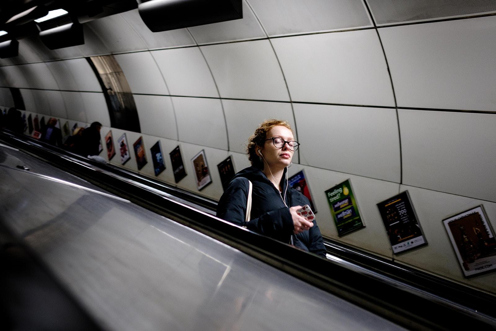 24-hours-on-the-london-underground-night-tube-street-photography-tarikahmet-underground-music
