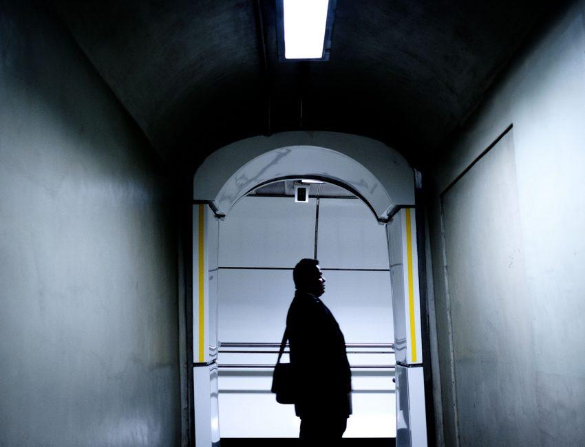 24-hours-on-the-london-underground-night-tube-street-photography-tarikahmet-cool-underground-photos