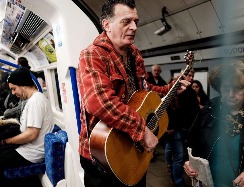 24-hours-on-the-london-underground-night-tube-street-photography-tarikahmet-music-train