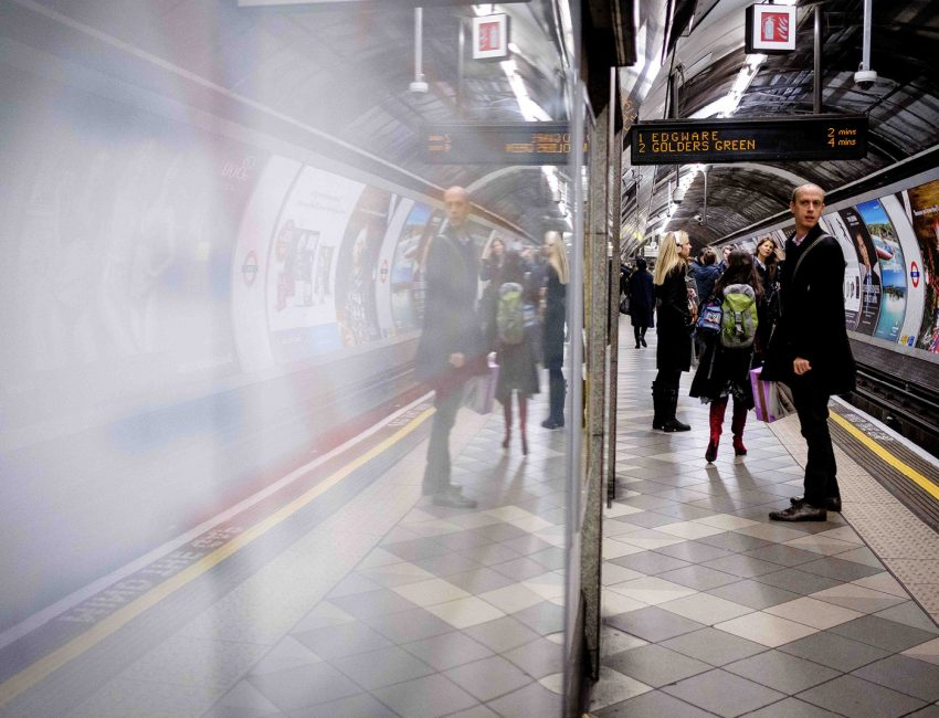 24-hours-on-the-london-underground-night-tube-street-photography-tarikahmet-426