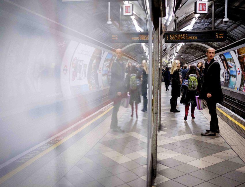 24-hours-on-the-london-underground-night-tube-street-photography-tarikahmet-426