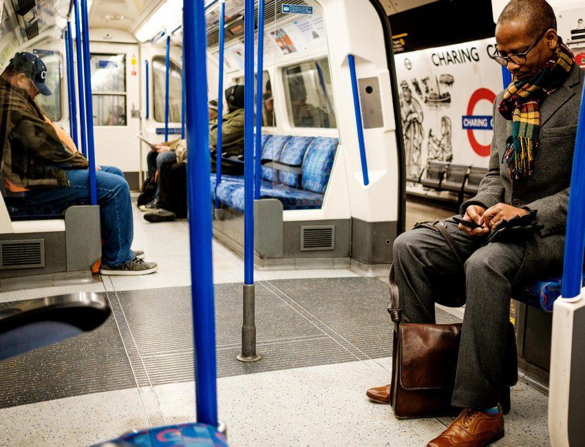24-hours-on-the-london-underground-night-tube-street-photography-tarikahmet