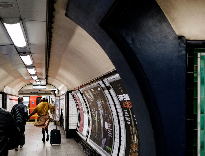 24-hours-on-the-london-underground-night-tube-street-photography-tarikahmet-running-for-train
