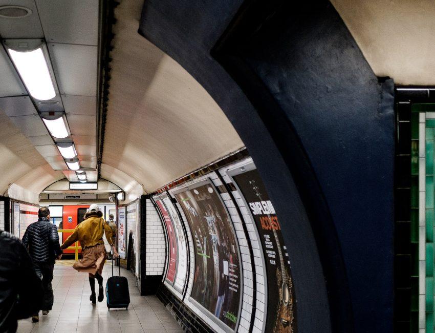 24-hours-on-the-london-underground-night-tube-street-photography-tarikahmet-running-for-train