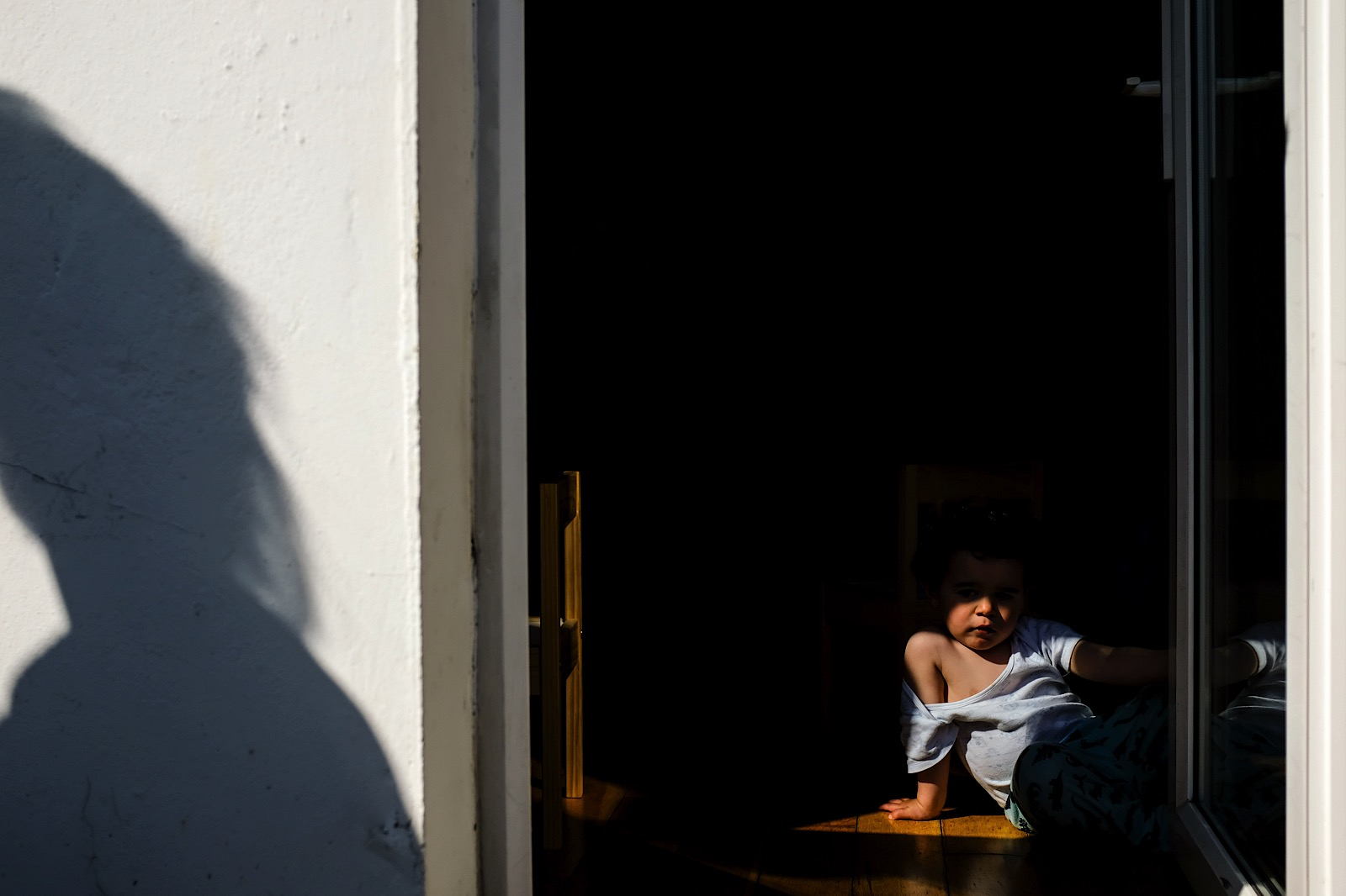 Child caught in light sat on floor during Covid-19